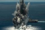 Video: Chiến hạm Mỹ 'gồng mình' hứng 4,5 tấn thuốc nổ