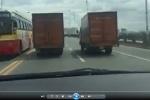 Hai xe thư báo dàn hàng ngang trên cầu Vĩnh Tuy gây phẫn nộ