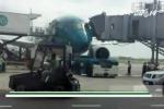 Va vào ống lồng, máy bay hiện đại nhất Việt Nam hỏng cửa