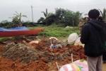 Mộ mới chôn bị đào bới, trộm phần đầu gối: Công an vào cuộc điều tra