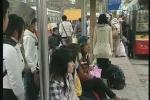 Hành khách bị nhồi nhét và bắt chẹt giá ngày về Hà Nội