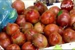 Hoa quả, rượu nếp 'diệt sâu bọ' đắt hàng nhân ngày Tết Đoan Ngọ
