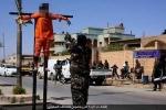 IS đóng đinh chân tay, xử bắn 2 tù nhân nghi ngờ là gián điệp