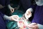 Kỳ diệu khoảnh khắc trái tim đập trong lồng ngực bệnh nhân ngay sau ca ghép tạng