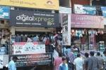 Dân Ấn Độ xếp hàng nhận SIM dùng chùa 3 tháng