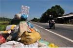 Dân chặn xe rác vì lo ô nhiễm, rác lại chất đầy đường