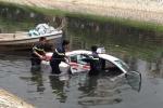 Taxi lao xuống sông Tô Lịch: Chủ quán trà đá là người cầm lái