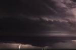 Video: Cơn dông khổng lồ kèm sấm sét như tận thế trên bầu trời Mỹ