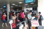 Hành khách hành hung nhân viên sân bay, tự đập đầu vào cửa kính