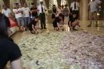 Cặp vợ chồng vác bao tải hơn 100 triệu đồng tiền lẻ đi mua nhà