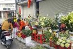 Phiên chợ cuối cùng năm Bính Thân: Mỳ tôm 'cháy hàng'