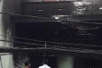 Tạt xăng đốt vợ 'hờ', phòng trọ chìm trong biển lửa