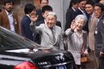 Cuộc gặp xúc động của Nhà vua Nhật Bản với gia đình cựu binh
