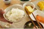 Sai lầm khi ăn cơm chan canh, hậu họa khôn lường cho sức khỏe
