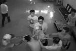 Côn đồ man rợ đánh chủ quán karaoke suốt gần 3 phút: Vì sao chưa khởi tố vụ án?