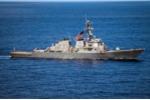 Chiến hạm Mỹ tuần tra gần đá Vành Khăn