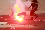 Hooligan Hải Phòng đốt pháo sáng làm gián đoạn trận đấu, VFF sẽ xử nghiêm