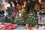Người Việt bạo tay chi 5 triệu đồng mua cây thông giả đón Giáng sinh