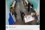 Video lộ sai phạm 'nhét thêm phiếu' tại một điểm bầu cử ở Nga