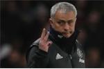 Man Utd bại trận, Mourinho còn bị cổ động viên Chelsea chế giễu