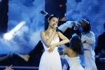Đông Nhi mang chân đất, hát live siêu phẩm 'Xin anh đừng'