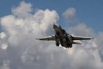 Clip: Cận cảnh chiến cơ Su-24 Nga tiếp nhiên liệu trên không