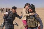 Video: Khoảnh khắc cảm động khi bé gái Iraq được giải cứu khỏi IS