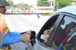 Trạm thu phí xả cổng tránh ùn tắc do dân dùng tiền lẻ mua vé