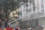 Cháy nổ lớn tòa nhà cao tầng ở TP.HCM, 10 người mắc kẹt trên sân thượng
