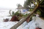 Video: Bờ biển Cửa Đại bị sóng biển đánh tan hoang
