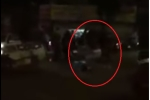 Video: Tài xế ô tô đánh gục tài xế xe máy sau va chạm giao thông