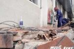 Lấn chiếm vỉa hè, trụ sở khu phố Quận 1 bị đập bỏ