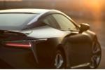 Ngỡ ngàng trước 'vẻ đẹp tốc độ' của Lexus LC500 2017 dưới ánh hoàng hôn