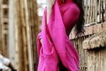 Á hậu Thùy Trang đẹp rực rỡ trong nắng thu Hà Nội