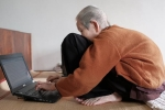 Báo nước ngoài 'choáng' trước khả năng dùng Internet bậc thầy của cụ bà Việt 97 tuổi