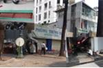 Dẹp vỉa hè, người Sài Gòn xây bậc tam cấp ngầm, đứng ăn trên phố