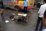 Xe buýt lấn làn tông xe máy, cụ ông chết thảm