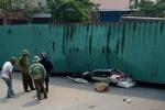 Ảnh: Hiện trường xe container đè bẹp ô tô con khiến 2 người chết thảm