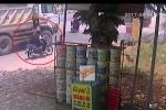 Cố vượt xe ben khi vào cua, nam sinh đi xe máy bị cán thương tâm