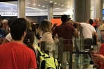 Nhân viên sân bay Pháp đấm vào mặt hành khách