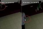 Gã đàn ông liều lĩnh xông vào cửa hàng, cướp điện thoại của bé trai
