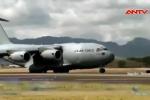 Clip: Siêu phi cơ Mỹ liên tiếp đáp xuống sân bay Nội Bài