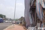 Tin mới vụ cột điện mọc xuyên nhà 4 tầng ở Thủ đô