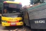 Xe tải tông xe khách, hàng chục người lăn lóc dưới sàn kêu cứu