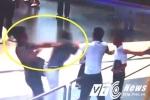Nữ nhân viên hàng không bị đánh: 'Người hùng' áo đen có thể bị phạt