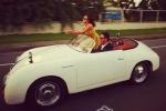 Vợ chồng Hà Tăng vi vu trên xe mui trần kỷ niệm 2 năm ngày cưới