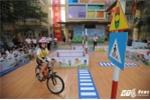 Học sinh tiểu học Hà Nội hào hứng trổ tài đạp xe trên phố