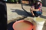 Video: Nước sinh hoạt bỗng nổi váng, bốc cháy dữ dội ở Đắk Lắk