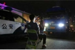 Trung Quốc: Tài xế bật đèn sai luật bị phạt nhìn đèn pha ô tô