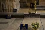 Phát hiện gây sốc trong ngôi mộ William Shakespeare